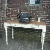 brocante schrijftafel of bureau creme wit met naturel blad twee lades